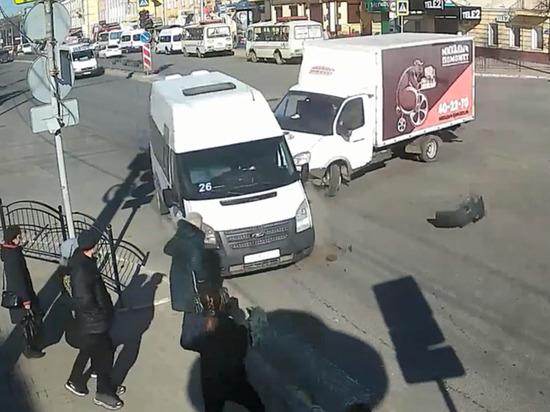Маршрутка в Калуге чуть не снесла пешеходов
