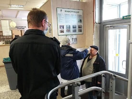 Поликлиники Петербурга отменили плановые приемы и осмотры