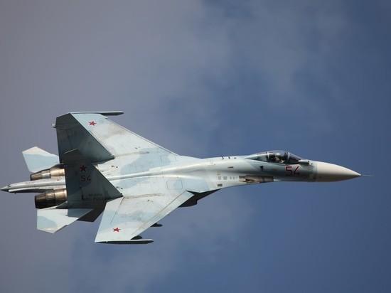 Самолет Су-27 пропал с радаров над Черным морем