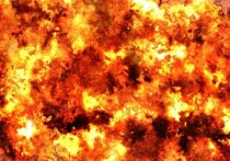 На улице Вахова в Хабаровске загорелся спортивный магазин