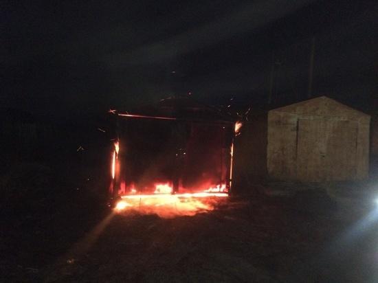 Гараж вместе с машиной сгорел в Кудиново