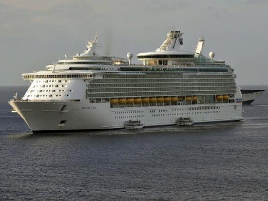 Роспотребнадзор запретил заходить круизному лайнеру в порт Владивостока