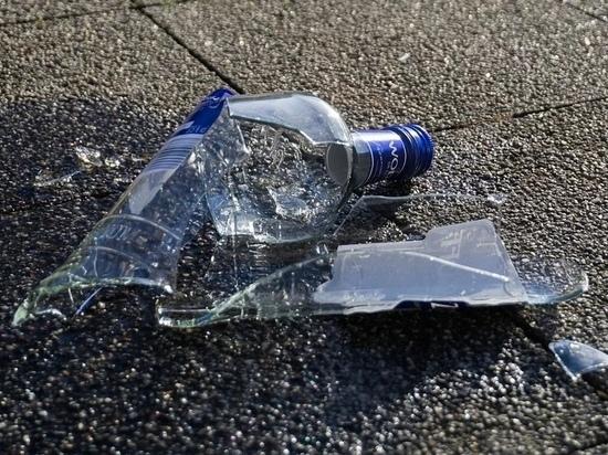 Тюрьма грозит псковичу, бросившему бутылку в голову смеющегося незнакомца