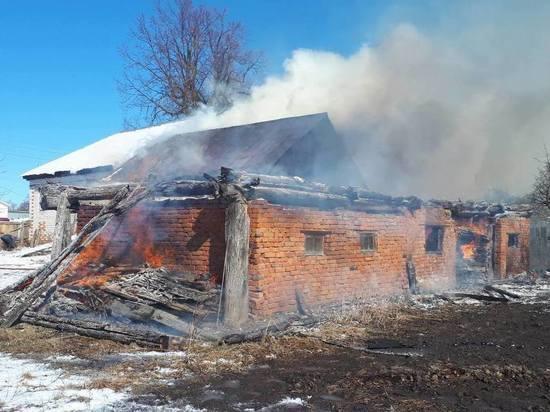 В Чувашии дети подожгли пустующий дом и сарай