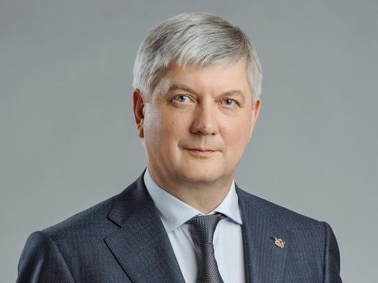 Губернатор Гусев обратился к воронежцам с просьбой не покидать дома