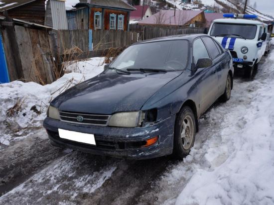 Мужчина украл авто вместе со спящим хозяином на Алтае