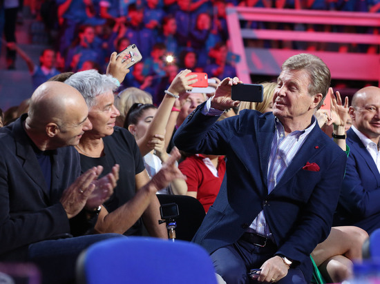На вечеринке где был певец, пришло большое количество «селебрити»