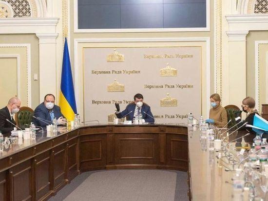 Депутаты Верховной Рады Украины проведут заседание в респираторах и перчатках