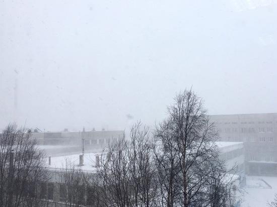 Сильный ветер сохранится до второй половины дня в Мурманске