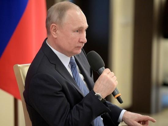 Путин продолжает жать руки: как Кремль защитился от коронавируса