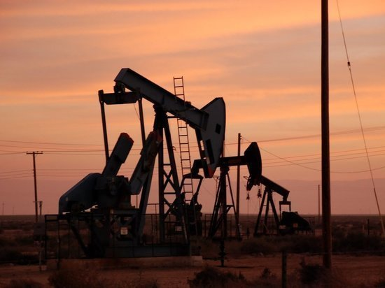 Цены на нефть опустились до 25 долларов при закрытии торгов