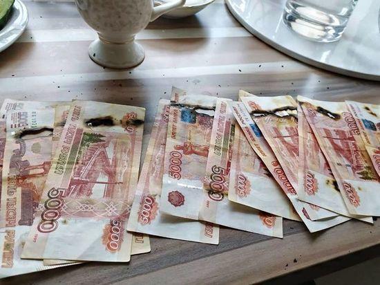 Москвичка сожгла деньги в микроволновке, обрабатывая их от COVID-19