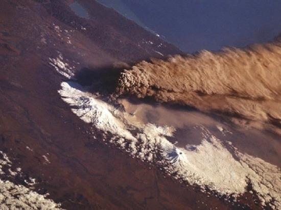 Камчатский вулкан Ключевской совершил выброс пепла на высоту 6 км
