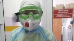 В инфекционной больнице Улан-Удэ показали, как врачи одевают противочумный костюм