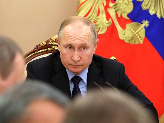 Путин и Трамп обсудили цены на нефть и коронавирус
