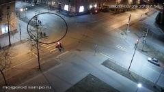Вандалы, сломавшие арт-объект в Петрозаводске, попали на камеру видеонаблюдения