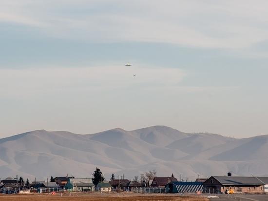 В Абаканском аэропорту сфотографировали редкий заход на посадку сразу двух бортов