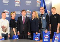 Владимир Нетёсов передал волонтерам первую партию защитных масок