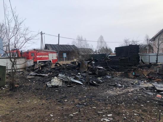 В доме в Тверской области заживо сгорел человек