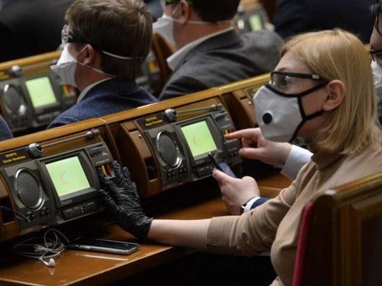 Депутаты Верховной рады, прикрывшись респираторами и очками, разрешили распродажу земли