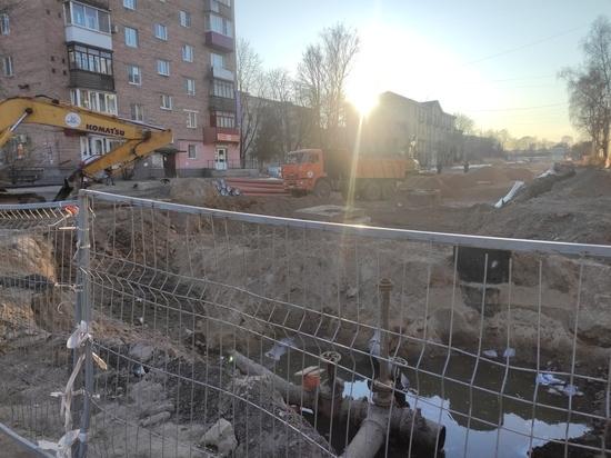 Вирус вирусом, а ремонт по расписанию - в Пскове ремонтируют улицу Фабрициуса