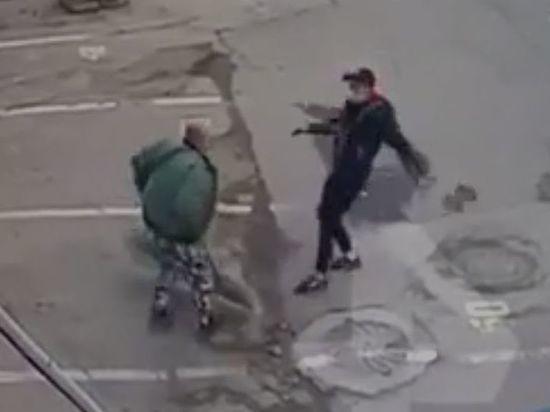 Москвичи устроили драку с ломом и лопатой возле аптеки