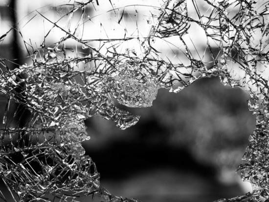 В Казани автомобиль «Шевроле» налетел на забор и перевернулся