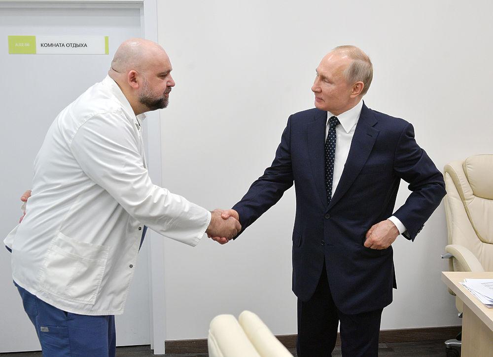 Главврач Коммунарки Денис Проценко заболел коронавирусом: кадры героической работы