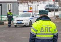 Под Саратовом водитель тонированной машины избил сотрудников ДПС