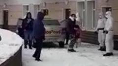 Девушка с коронавирусом сбежала из Петербурга в Лугу
