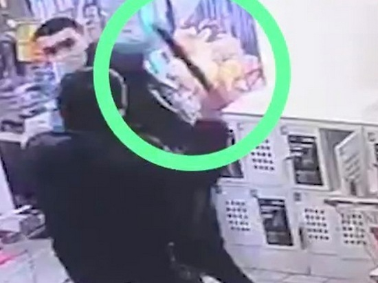 Москвич напал напродавца «Магнита» смачете