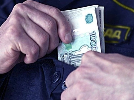 В Хакасии сотрудник ДПС получил взятку от знакомого