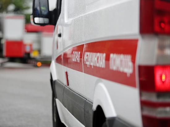 Москвич получил перелом позвоночника, когда на него из окна выбросили мусор