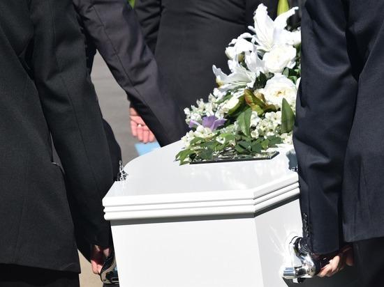 Пожилым родственникам запретят подходить к гробу