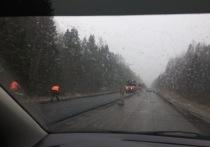 И в дождь и в снег: в Тверской области кладут новый асфальт