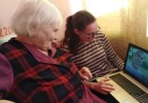 «Основными проблемами, с которыми сталкиваются пожилые люди, являются обеспечение продуктами, лекарственными препаратами, а также проблема социального вакуума, в котором оказались многие пожилые, да и не только пожилые люди», - рассказывает координатор фонда «Старость в радость» в Псковской области Виолетта Образцов