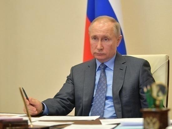 Песков объяснил отставание часов Путина во время телеобращения