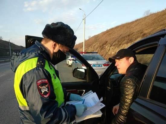 Патрули ДПС проверяют водителей Хакасии на соблюдение режима самоизоляции