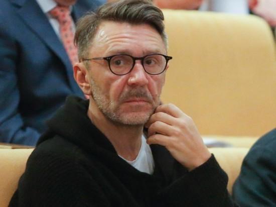 Шнуров матерной песней отреагировал на нерабочий апрель