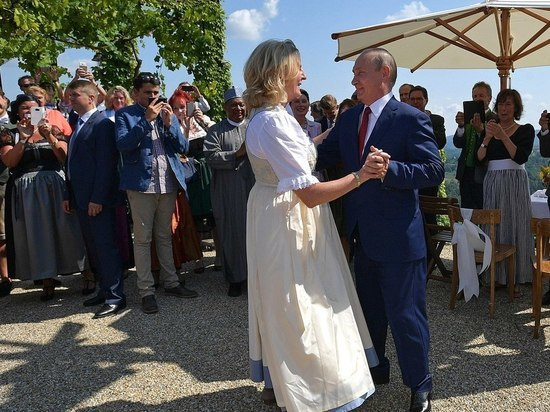 Карин Кнайсль, на чьей свадьбе гостил российский президент, пожаловалась на супруга в полицию