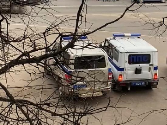 Полицейские через громкоговоритель призвали жителей Твери ограничить контакты между людьми, особенно с жителями других регионов