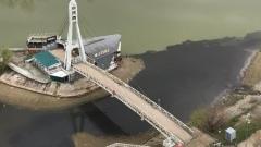 В реку Кубань сливают черную жидкость
