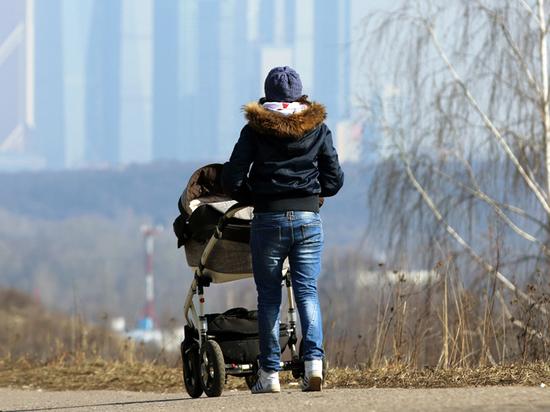 Общественники предложили послабления для «командировочных» матерей