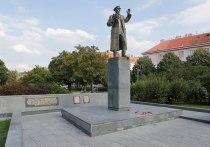 В Сети возмутились сносом памятника Коневу в Праге: «Зачем наши деды их освобождали»