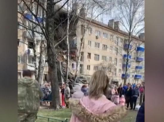 ВОрехово-Зуево под Москвой при взрыве газа обвалился  подъезд дома. есть жертвы