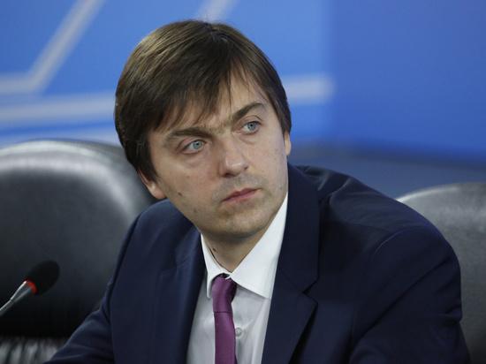 Министр просвещения рассказал о продлении учебного года в школах