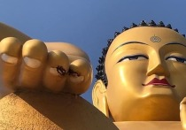 В калмыцкой Лагани замироточила статуя Будды Майтрейи