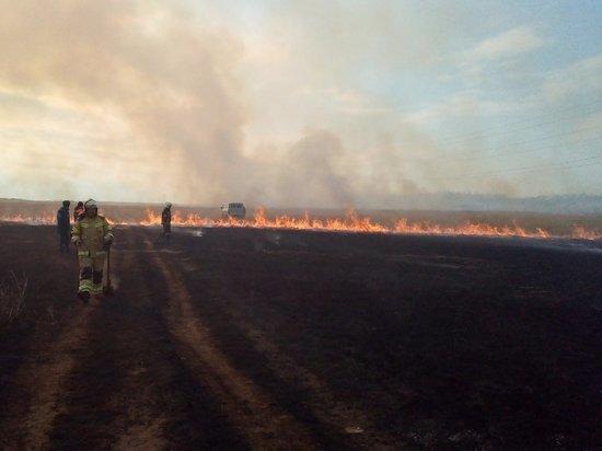 Пожарные Хакасии потушили 8-километровый пал травы