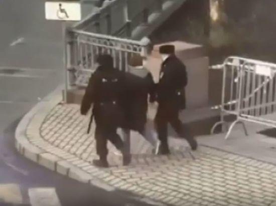 Задержанный на Патриарших Иисус Воробьев рассказал, почему пожелал полицейским
