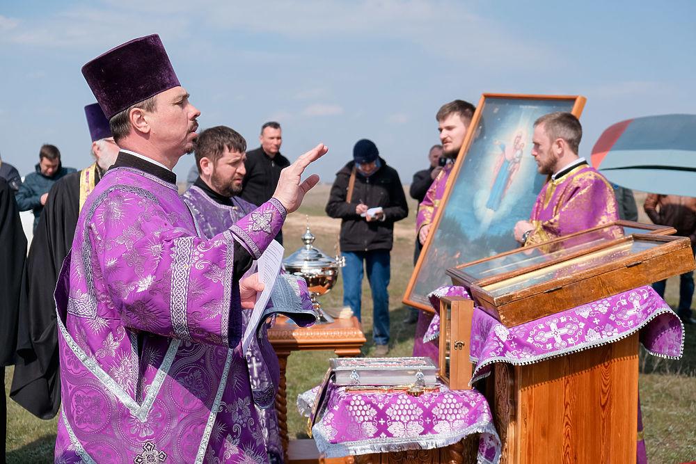 Священнослужители облетели Волгоград с чудотворными иконами